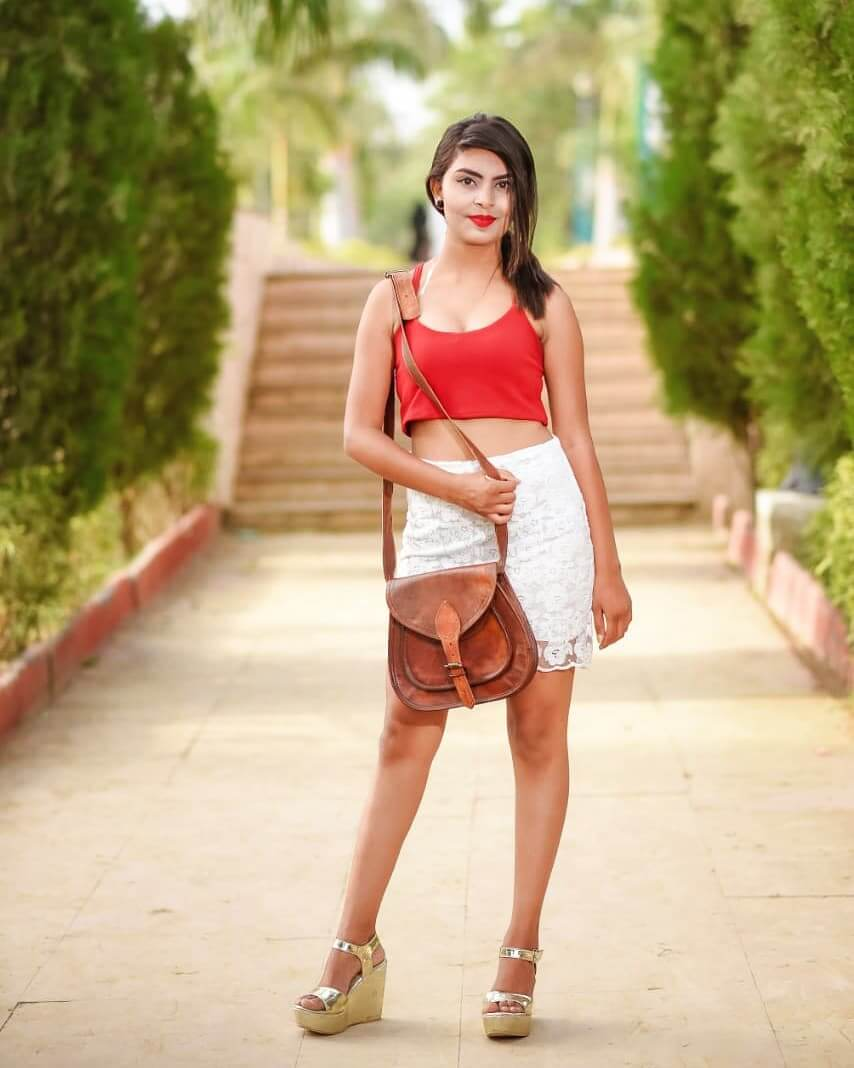 khushi ostwal in shorts